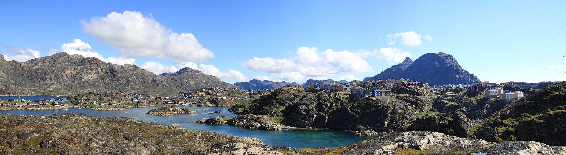Sisimiut panorama in summer 2010 (1).jpg