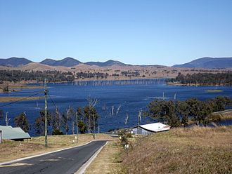 Somerset Dam - Lake Somerset at 100% capacity, Villeneuve, 2015