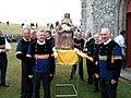 Sortie de la statue de la chapelle avant le couronnement.jpg