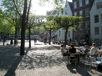 Spui (Amsterdam) - The Spui (2008). On the right is the entrance to the Begijnhof