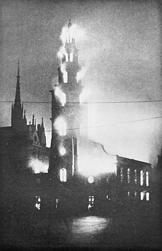 St Clement Danes - St Clement Danes ablaze on 10 May 1941
