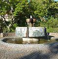 Stadtgeschichtsbrunnen von Hubert Gems und Bernd Benedix - panoramio.jpg