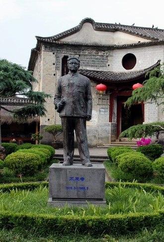 Ai Siqi - Statue of Ai Siqi in courtyard of his house in Heshun