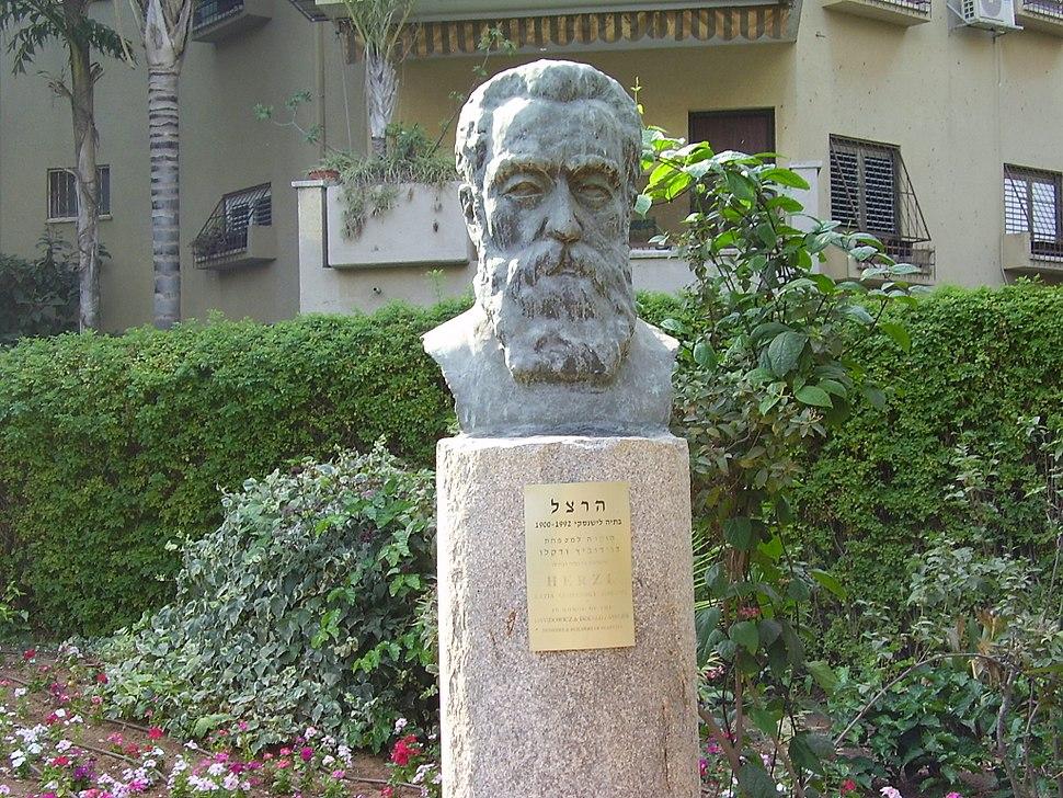 Statue of Theodor Herzl, by Batia Lichansky