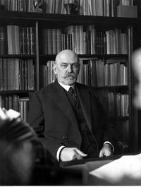 Stefan Demby, dyrektor Biblioteki Narodowej.png