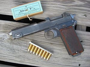 Steyr M1912 - Steyr M1912 with box and magazine charger clip of 9×23mm Steyr ammunition