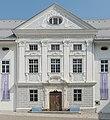 Stift Ossiach Sued-Trakt barocke Hoffassade Mittelrisalit mit Sockelgeschoß 08072015 5704.jpg