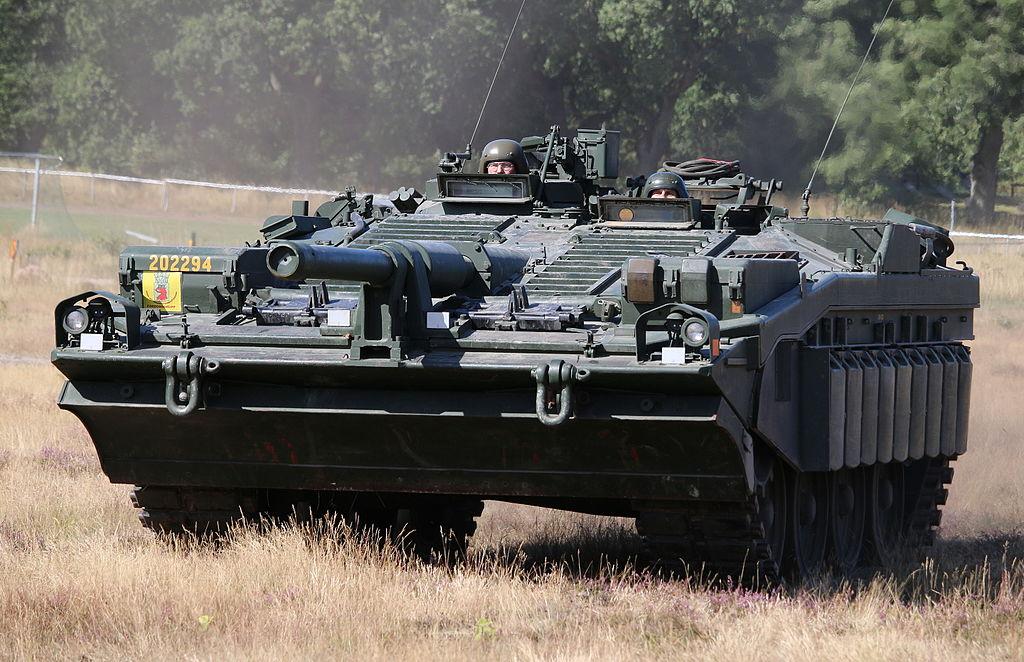 Vídeo: O singular S-Tank Stridsvagn 103 – Suécia