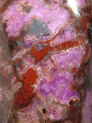 Deutsch: Sugilith - Silikat-Mineral aus Südafr...