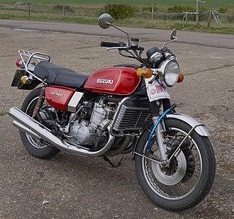 Suzuki GT750 - Image: Suzuki GT750 triple water cooled 2 stroke Flickr mick Lumix(1)