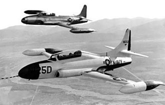 Lockheed T2V SeaStar - A T2V-1 (T-1A) SeaStar (foreground) and a TV-2 (T-33B) Shooting Star in flight in 1954