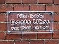 Tafel an der Propstei Flensburg, Hier lebte Beate Uhse von 1948-1961, Bild 02.jpg