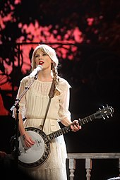 Taylor Swift performing live