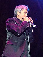 Taylor hicks with harmonica on the miller stage june 18 2006.jpg