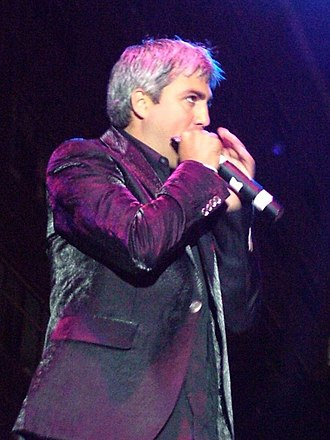 Taylor Hicks - Hicks played harmonica and guitar on every date of the American Idols LIVE! Tour.