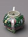 Teapot (a) and saucer (b) MET SLP1724-4.jpg