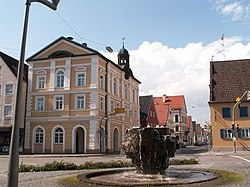 Thannhausen - Altes Rathaus, Brunnen v SO.JPG