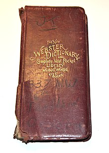kleines rotes Buch, Wörterbuch mit der Aufschrift The New Webster Dictionary And Vest-Pocket Library 45,800 Words, Five Books