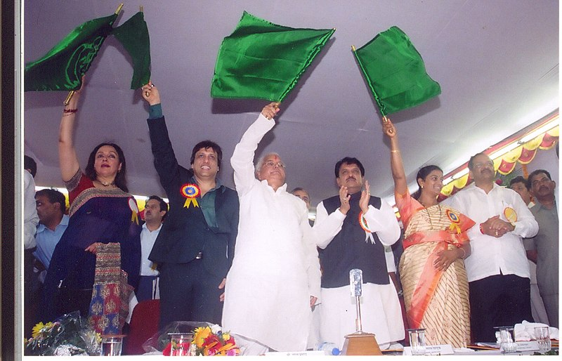 File:The Union Minister for Railways, Shri Lalu Prasad inaugurating the first local train between Borivali – Virar stations at Borivali, in Mumbai on July 07,2007.jpg