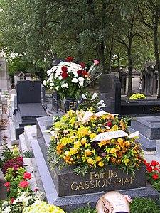 Tumba de Édith Piafen el Cementerio de Père LachaiseParís