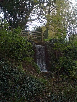 The waterfall that links the Adderbury Lakes (geograph 2935625)
