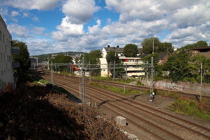 File:Toglinjer Skøyen - 2010-08-22 at 12-22-11.jpg