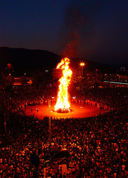 File:Torch Festival in Eshan 02.jpg