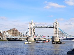 Tower-Bridge-London-2009.jpg