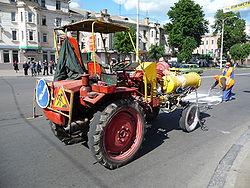 Органы управления и контрольные приборы трактора Т-130М.