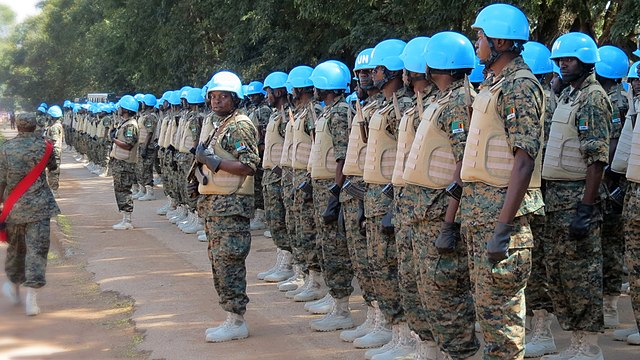 Fichier:Trying out new Peacekeeping Uniforms.jpg — Wikipédia