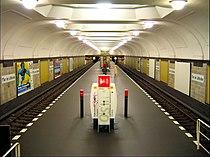 U-Bahn Berlin Platz der Luftbrücke Bahnsteighalle.jpg