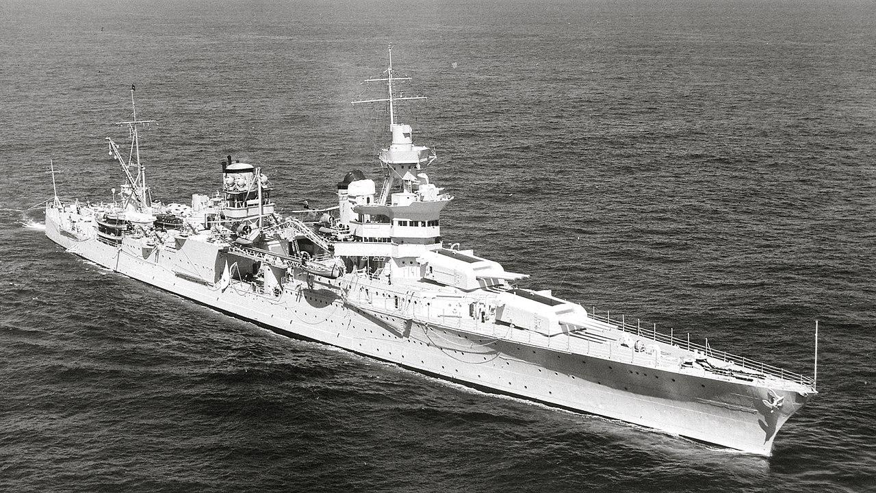USS Indianapolis (CA-35) underway at sea on 27 September 1939 (80-G-425615).jpg