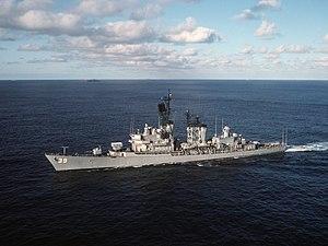 USS MacDonough (DDG-39) underway in the Atlantic Ocean on 12 August 1988 (6442967)