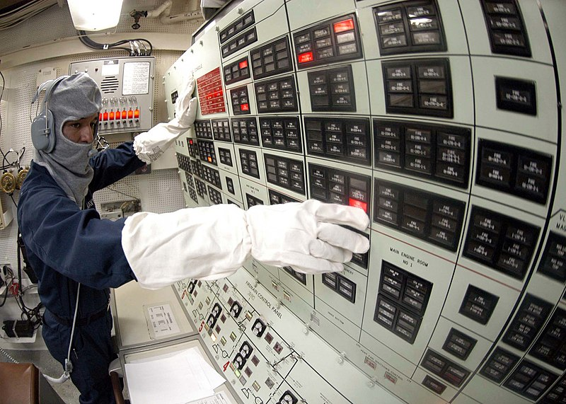 File:US Navy 041207-N-5362F-285 Yeoman 2nd Class Nelson Munoz of Los Angeles, Calif., mans the Damage Control Console and monitors reporting alarms around the ship during a general quarters (GQ) drill.jpg