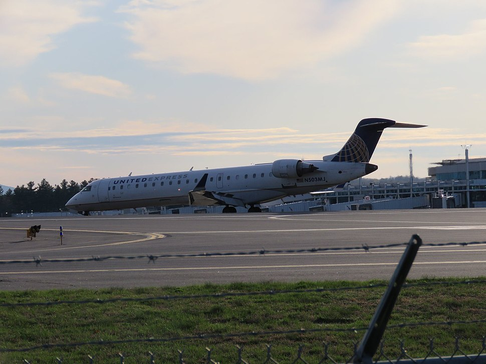 United Express CRJ700 taxiing off the runway at MHT