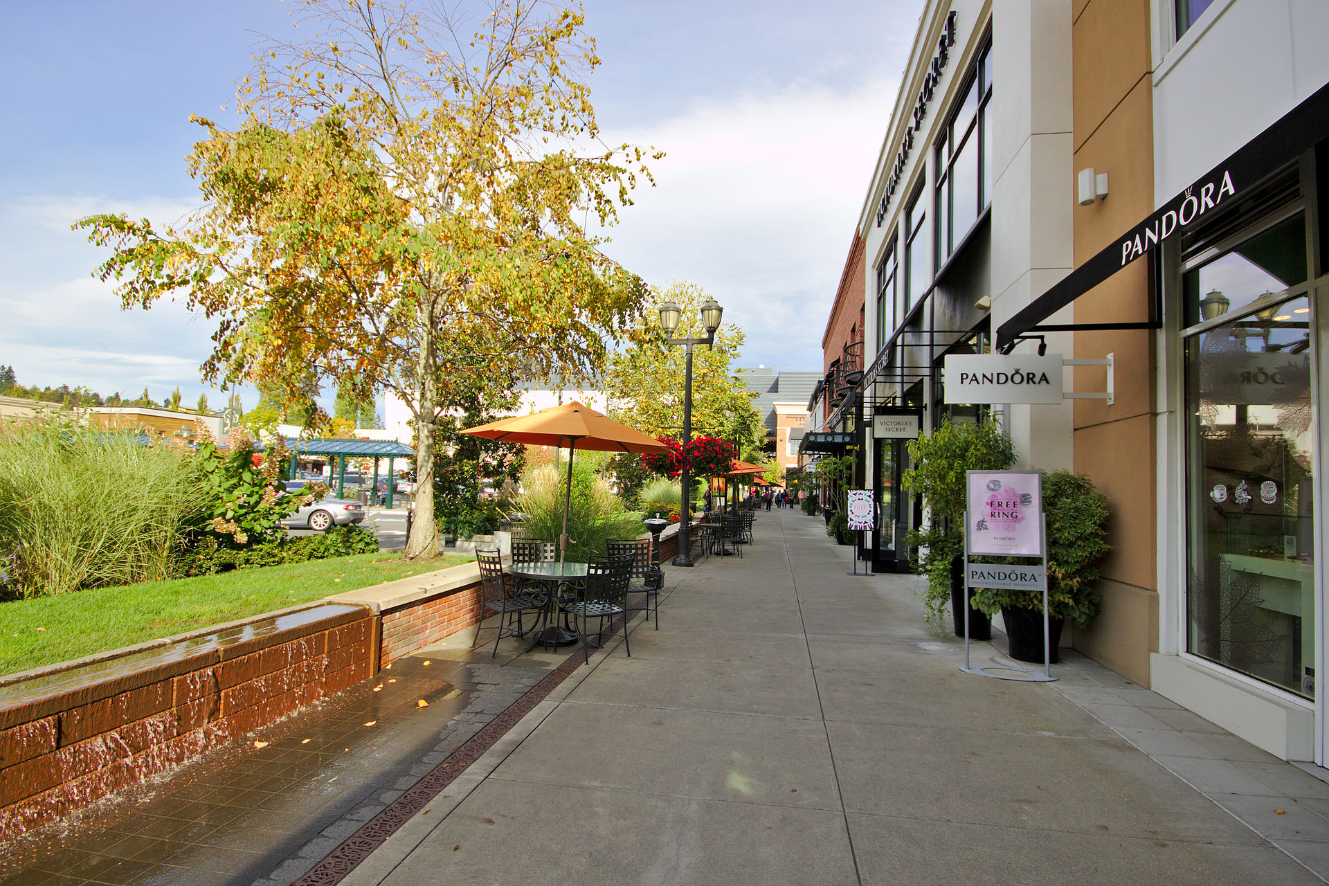 University Village in the Seattle area, Washington Are you looking for a cheap University Village hotel, a 5 star University Village hotel or a family friendly University Village hotel?