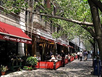 Sidewalk cafe - A sidewalk cafe on the Upper West Side in New York City.