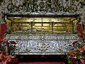 Urna sepulcral de Fernando III el Santo (Sevilla).jpg