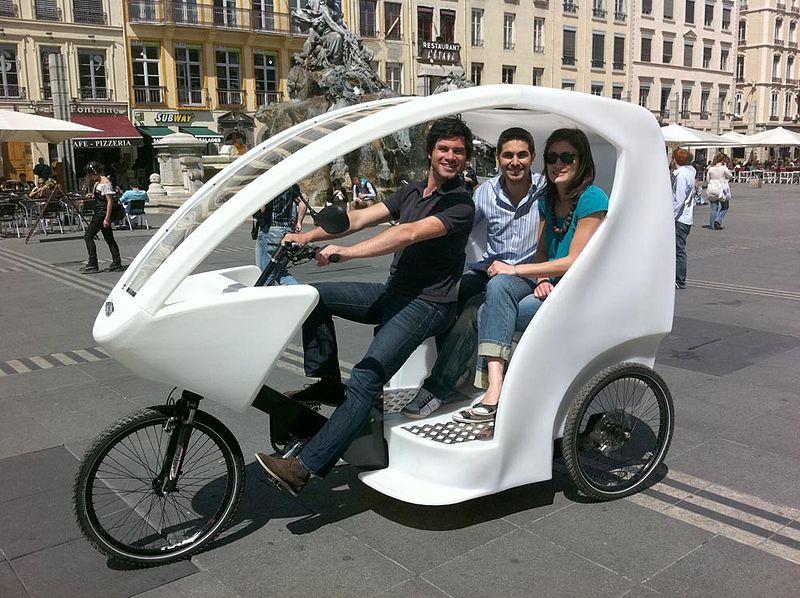 Un Rickshaw Dans La Ville France