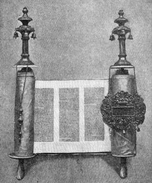 Rimmon - Torah with rimmonim