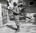 V goro gre drva delat. Jože Kos, Stranj 14, Gorenje Vrhpolje. Ima na sebi sveder, žago, sekiro, cepin, putrh 1952.jpg