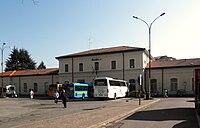 Varese - stazione ferroviaria RFI - lato strada.jpg