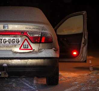 Snow tire - Studded tires warning sticker in Russia.