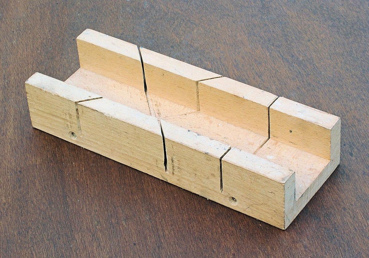 Caja de ingletes wikipedia la enciclopedia libre - Herramientas para cortar madera ...