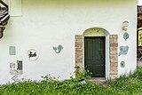Villach Oberfederaun Federauner Sattel Wohnhaus Mosaiken und Portal 10052017 8361.jpg