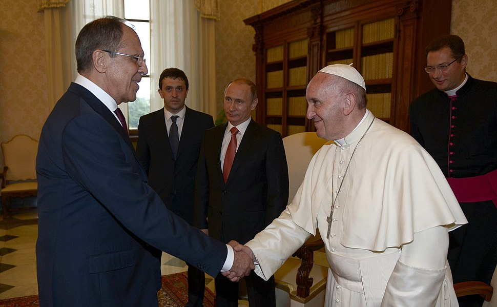 Vladimir Putin with Franciscus (2015-06-10) 1