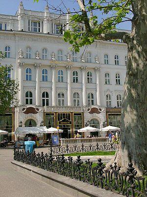 Vörösmarty tér - Gerbeaud Café on Vörösmarty square