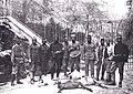 Vojaki 27. domobranskega pehotnega polka s postreljenimi kozami pri trdnjavi Kluže.jpg