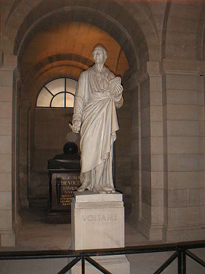 Panthéon - Voltaire's statue in the crypt of the Panthéon