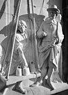 voorgevel, detail replica van het gebeeldhouwd reliëf, voorstellende het weegbedrijf, door ton mooy - gouda - 20335174 - rce